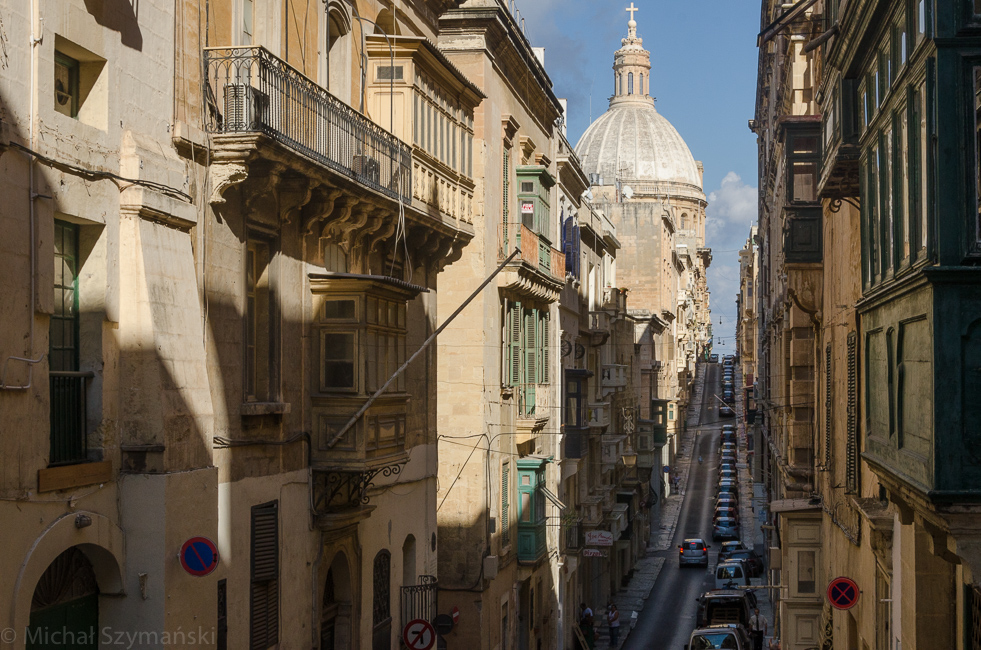 Valletta,MALTA -CIRCA OCTOBER, 2015- Old narrow street of european town (Valletta, Malta)
