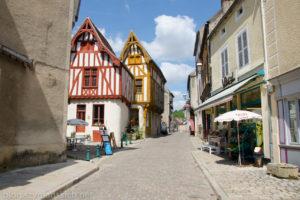 Burgundia – Noyers i droga do Arcy-sur-Cure